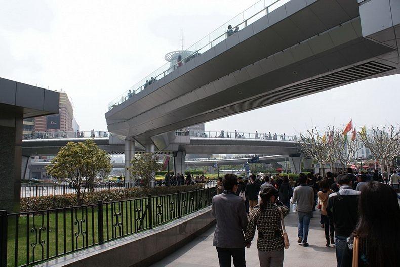 lujiazui-pedestrian-bridge-7