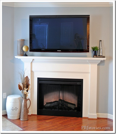 Simple decor on mantel - pbjstories.com