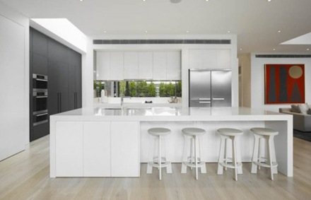 cocina-moderna-encimera-blanca