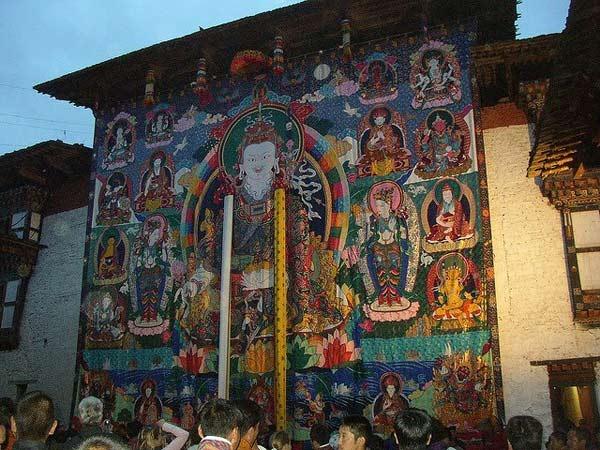 ghe-bhutan-tham-tu-vien-co-xua-huyen-bi (15)