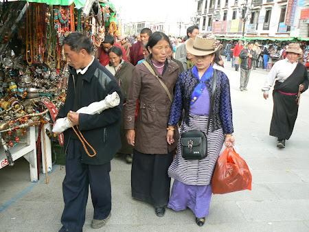 Tibet: Pilgrims in Lhasa