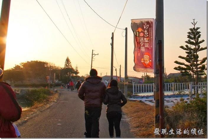 台南-2013井仔腳瓦盤送夕陽。白色聖誕送夕陽,來了好多的情侶。