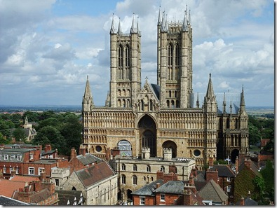 800px-Main_front_of_Lincoln_Cathedral,_2009
