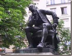 Statue de Denis Diderot sur le boulevard Saint-Germain