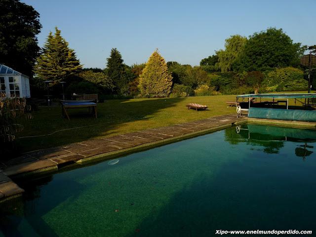 piscina-en-el-jardin.JPG