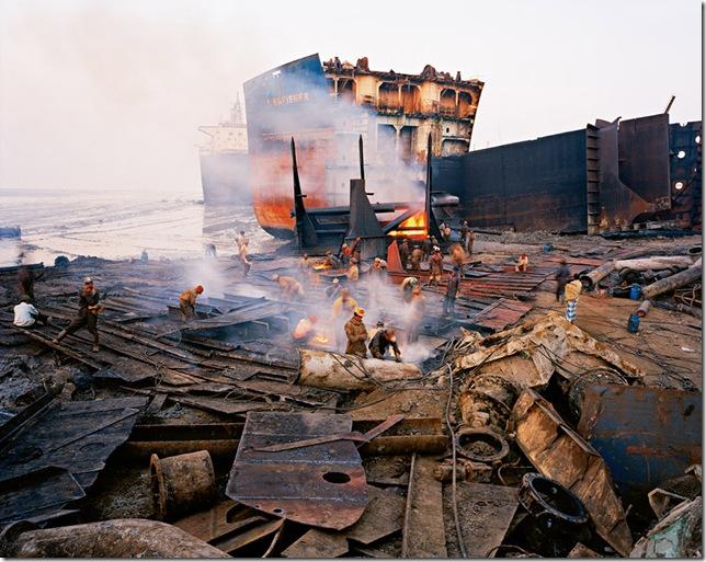 Edward Burtynsky - shipbreaking #11 - 2000