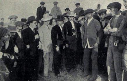 28-04-1913 pub. Los Gallos en la Feria de abril Palmas y Pitos