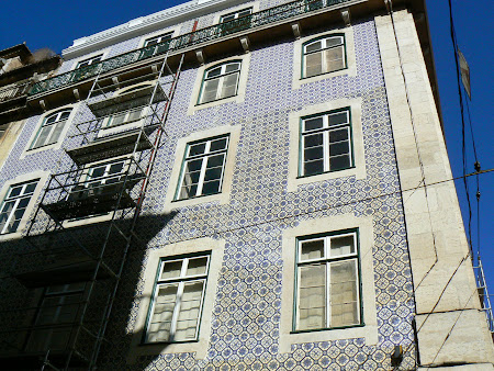 6. House with azulejos.JPG