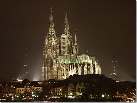 Koelner_Dom_bei_Nacht_1_RB