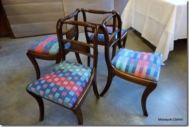 椅子のクッション生地はKAtrienが織ったもの