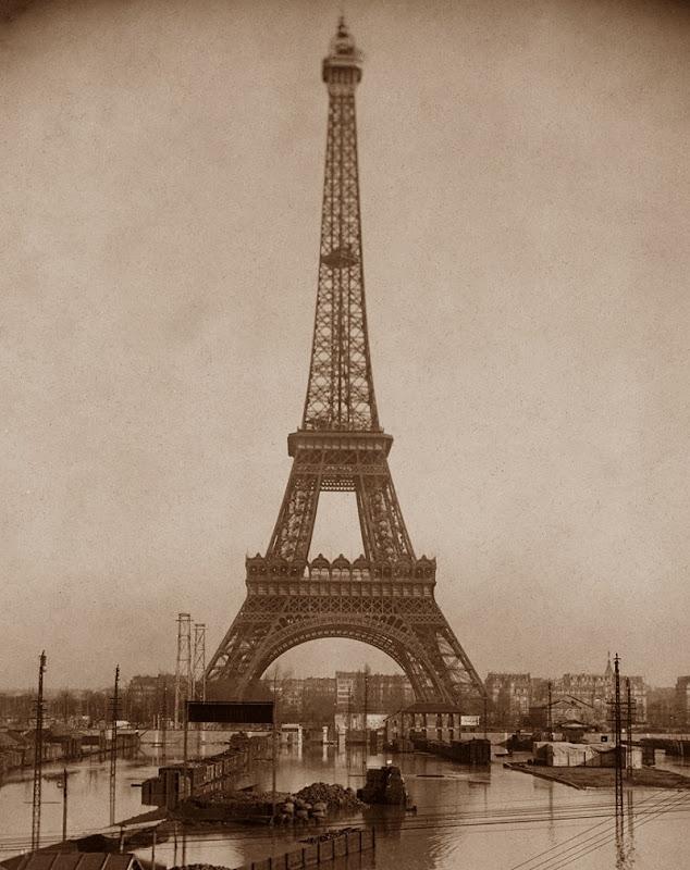 Torre_Eiffel_1910