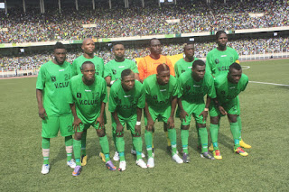 L'équipe de l'AS V Club de Kinshasa lors du match contre le Coton sport du Cameroune. Radio Okapi / Photo John Bompengo