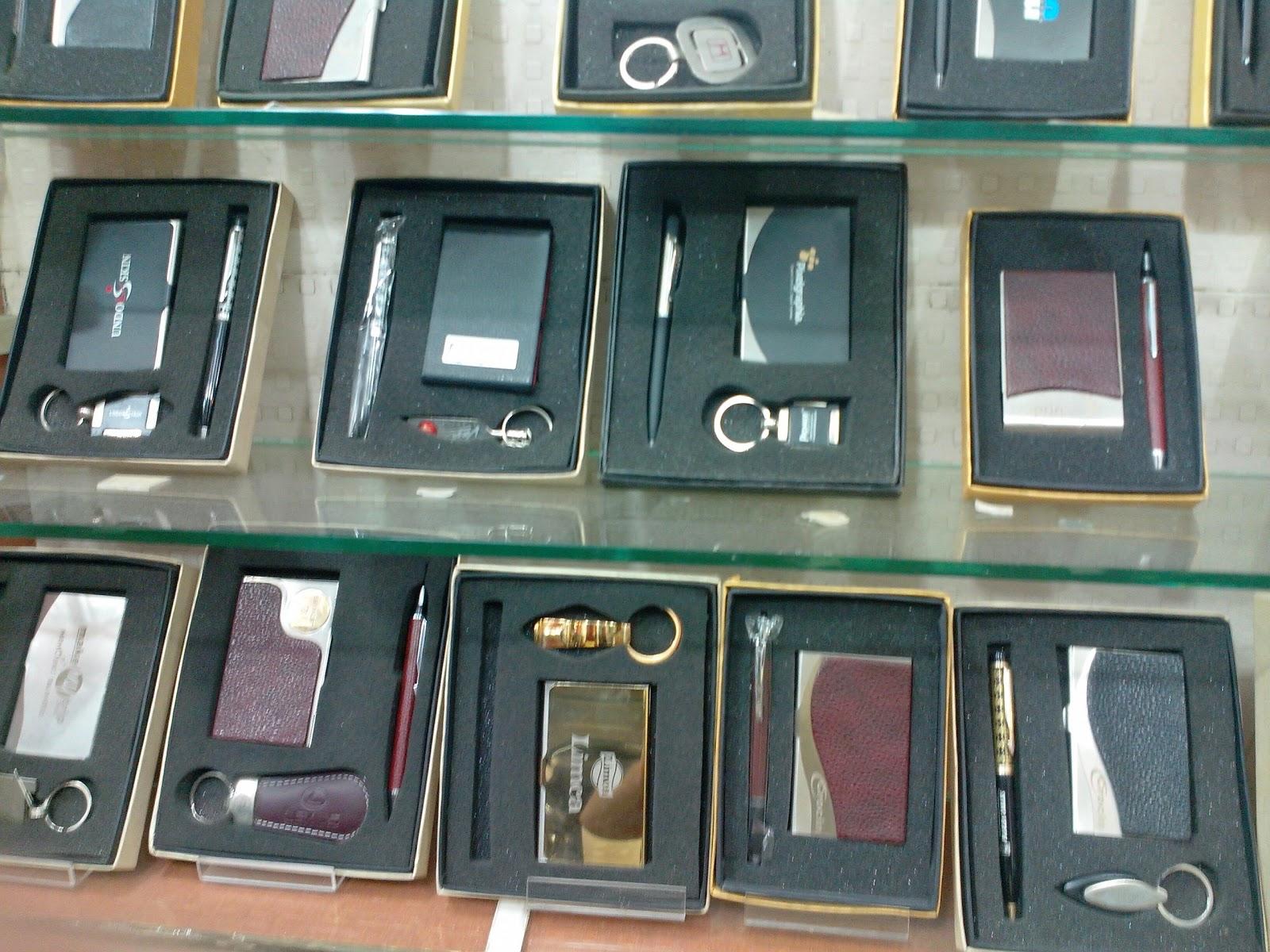 SAROJ & SOMNATH TECH.: Keyring, Business Card Holder, Pen Set