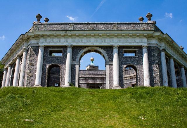 Dashwood_Family_Mausoleum,_West_Wycombe_(7322592872)