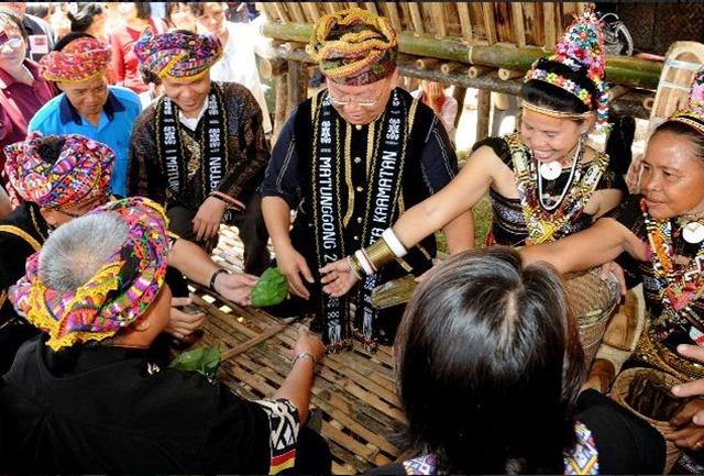 Nativi Kadazan Festival del Kaamatan