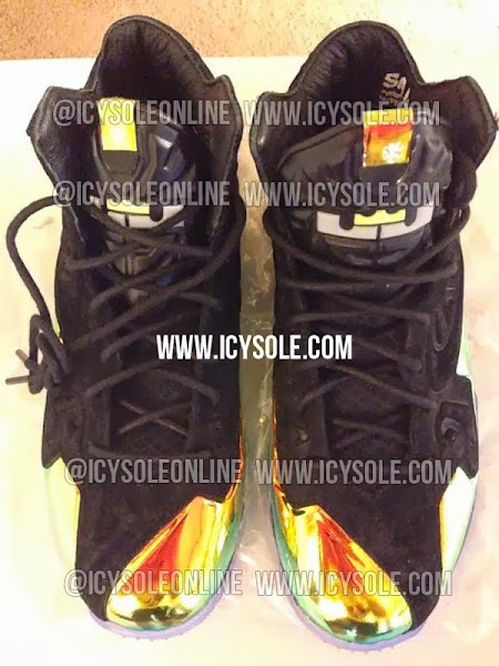 nike lebron 11 pe kings crown 1 01 Leaked: Nike LeBron 11 Kings Crown Player Exclusive