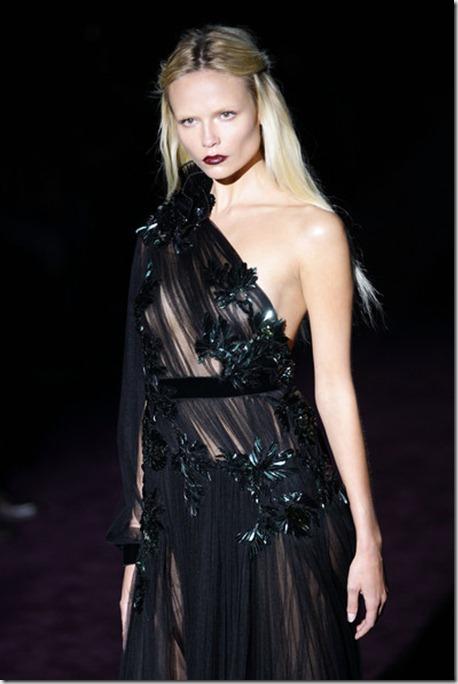 Natasha Poly Gucci Runway Milan Fashion Week oxZufJ8zdXMl