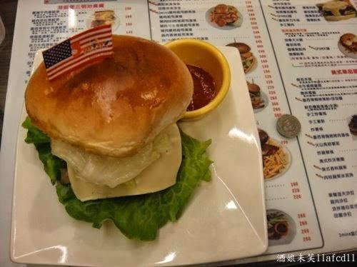 [食記] [台中西區] 3mins美式餐廳(精誠店)(推墨西哥辣牛肉漢堡 ...