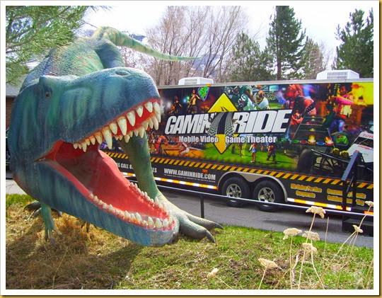 Trailer  Dinosaur (2)