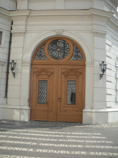 The combination of wood and metal work so great together. (Vienna)