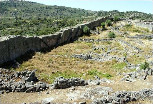 Marialva - Glória Ishizaka - muralha  do castelo 1