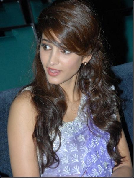 Actress Shruti Hassan Latest Cute Stills (11)