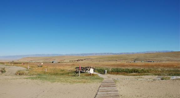 Tianshan - Paysage sable et prairie