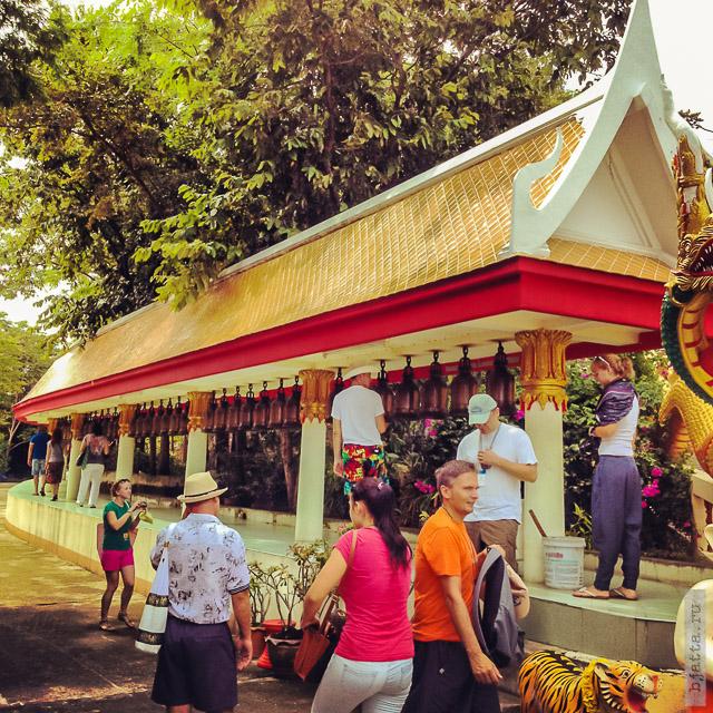 6. 2555. Таиланд. Патайя. Храм Будды. Thailand. Pattaya. Buddha temple. 77 колоколов исполнения желания, загадай и ударь в каждый - обязательно сбудется.