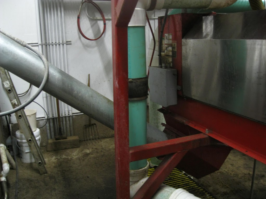 Stacking auger mounted to hi-solids press