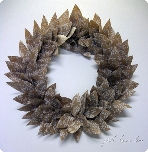 wrappingpaperwreath1