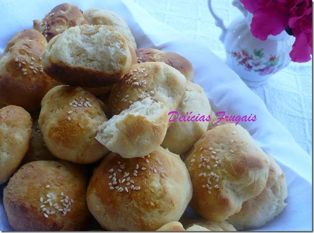 Pãozinho de mandioca com gergelim - Delícias Frugais