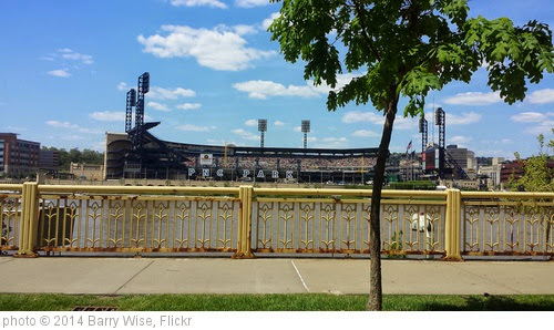 'PNC Park' photo (c) 2014, Barry Wise - license: https://creativecommons.org/licenses/by-sa/2.0/