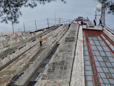 Obiective turistice Tirana: Piramida lui Enver Hodja