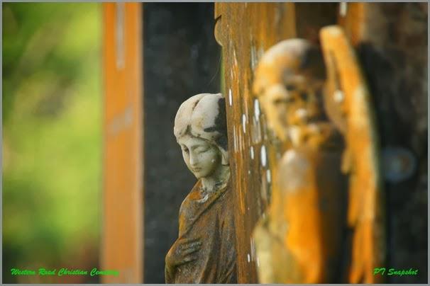 墓碑上的雕刻