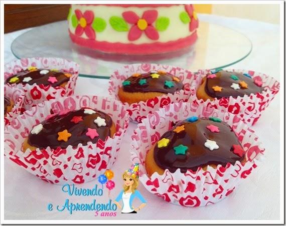 Cupcake mousse de morango e ganache