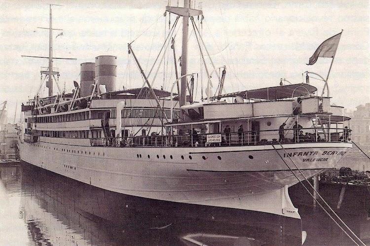 El INFANTA BEATRIZ en el dique flotante y deponente de Barcelona. Ca. 1930. Del libro Todo Avante.jpg
