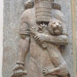 56 - Gilgamesh abrazando a un leon del Palacio de Sargon II