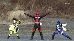 Over-Time-Unofficial-Sentai-Akibaranger-05-F874A59A.mkv_snapshot_16.06_2012.05.13_15.47.43