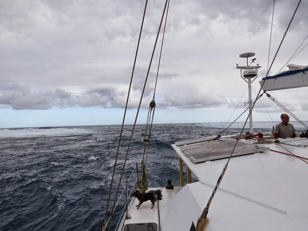 Entrada do passe de Maupiti- estreito e com ondas quebrando dos dois lados