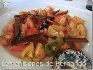 Ensalada de tomate y salazones