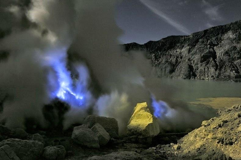 «كواه Kawah بركان لهباً kawah-ijen-11%25255B