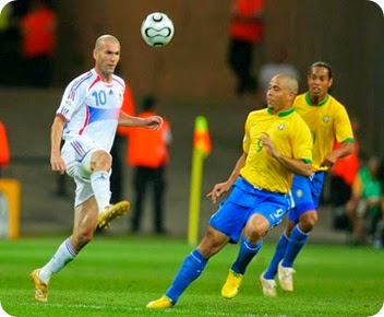 Zidane owning Ronaldo, Ronaldinho & Brazil itself
