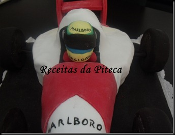 Bolo de aniversrio Carro de Formula 1 (Vegan)- condutor