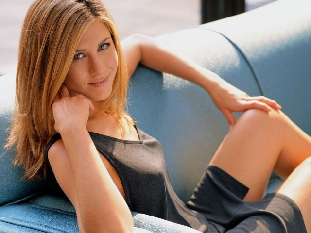 Jennifer-Aniston-Little-Black-Dress-004-1600x1200