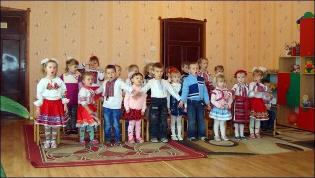 Вихованці дитячого садка у Вишневі