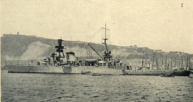 El crucero 25 DE MAYO atracado en Barcelona. Foto de la revista Iberica. Edición de 29 de agosto de 1931. Foto Branguli.jpg