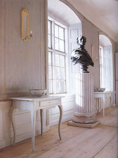 The main salon at Regnaholm, a 1760s manor house, is the perfect expression of refinement, symmetry and lightness.