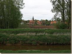 Linkhout: de kerk gezien van op de dijk tussen Demer en Schulens meer