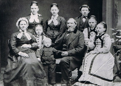 Rasmus Hansen, Annie Caspersen &amp; Children