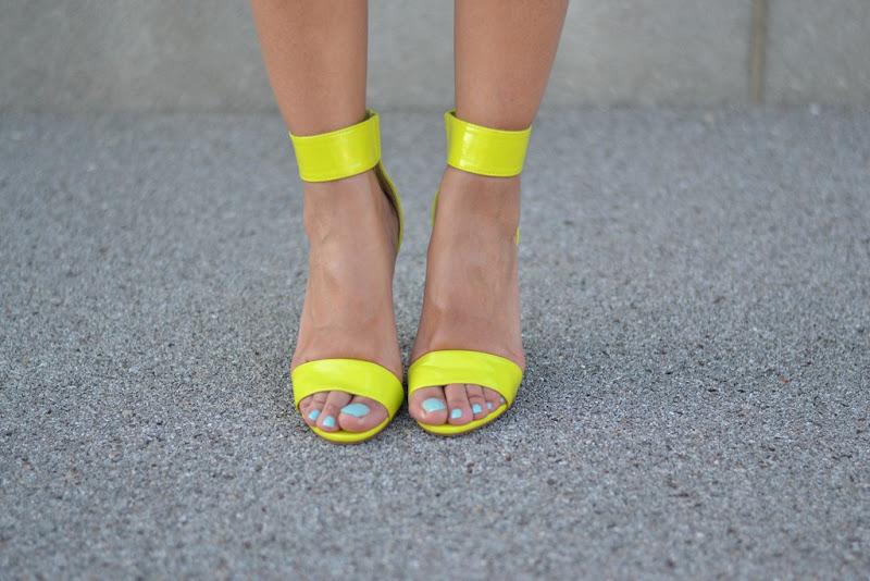 H&M sandals, H&M, H&M neon, H&M neon sandals, Le Vernis Chanel, Chanel, Chanel nailpolish